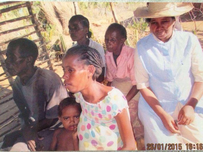 Familia beneficiaria del solar de Nazareta.